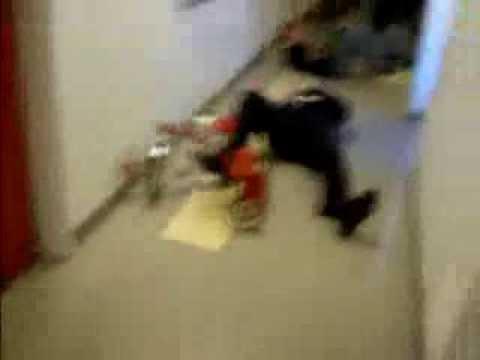 奪魂鋸可怕人魔又出現在社會上,這次受害者是一位騎腳踏車的…