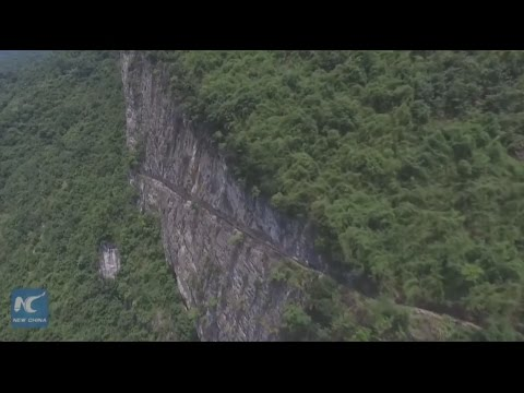 Man spends 36 years digging water canal in mountains of SW China (видео)