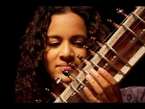 shankar - https://www.snapshotsfoundation.com https://twitter.com/snapshotsmusic Innovative sitar player and composer Anoushka Shankar plays 'Pancham Se Gara' by Ravi ...