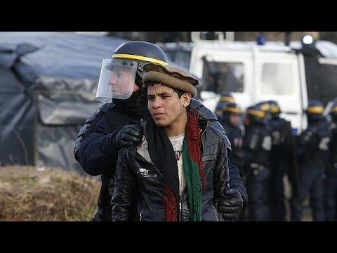 Γαλλία: Επεισοδιακή η απομάκρυνση των μεταναστών από τον καταυλισμό του Καλαί