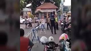 Video VIRAL | Polisi di amuk Pelanggar Jalan | Di Jepara MP3, 3GP, MP4, WEBM, AVI, FLV Desember 2017