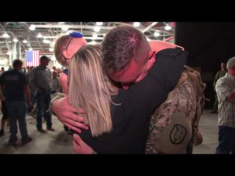 Hundreds Of American Soldiers Welcomed Home On United Airlines Flight - Highlight Film