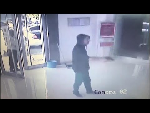 العرب اليوم - شاهد: تركي يفشل في سرقة بنك ويخرج من