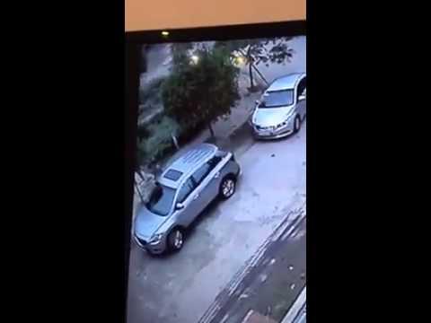 Bẻ gọn gương ô tô trong chớp mắt