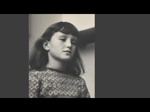 Susie Haxthausen fortæller sin egen historie om at flytte til Sverige som tiårig og blive udsat for mobning og jødehad.