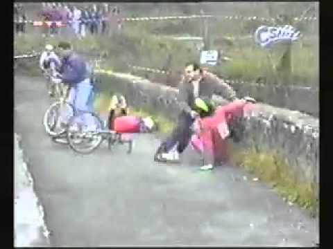 Funny videos Sports Bloopers cyclists fight