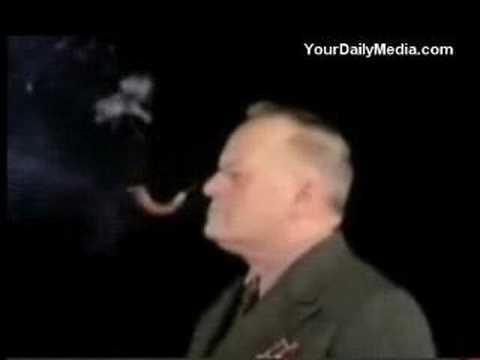 El hombre que fuma con los ojos