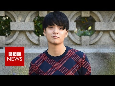 'Flat-chested' K-pop star responds to 'cruel' body comments - BBC News (видео)