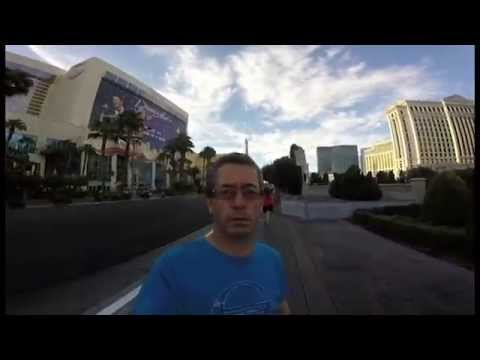 爸爸借了GoPro想要記錄旅程,結果他全程開錯自拍模式錄下的畫面讓人捧腹大笑!