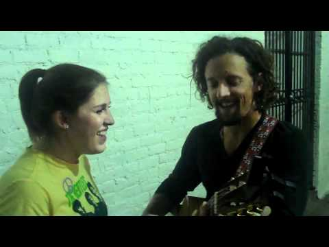 Girl gets a chance to duet with Jason Mraz in the street and crushes it.