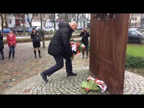 Wideo1: Uroczystość pod pomnikiem Ludziom Solidarności w 37. rocznicę wprowadzenia Stanu Wojennego