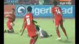 Seagames 25th 2009 U23Viet Nam - U23 Singapore 4 - 1.  Trieu Nguoi Cung Ta .wmv