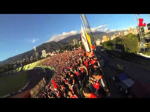 La fanaticada del Caracas Fútbol Club cuenta con un acróbata en sus filas - Los Demonios Rojos - Caracas