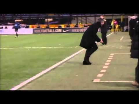 "mourinho ""gesto delle manette"" in inter - sampdoria 2009/10"