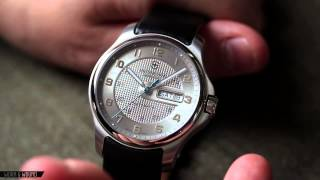 VICTORINOX OFFICERS DAY DATE REVIEW - YouTube