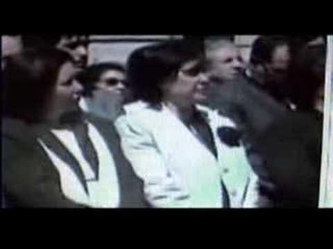 Escupen a Pinochet en su feretro
