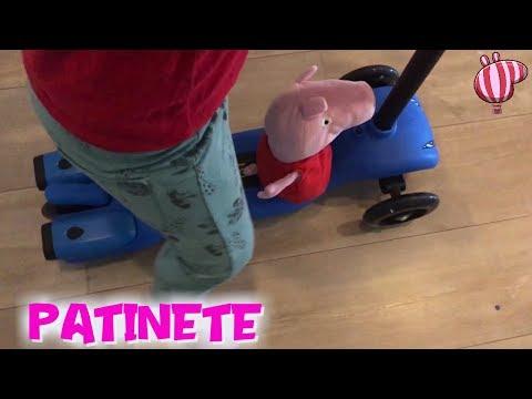 La carrera en PATINETE de Peppa Pig y Bebé Humano y los regalos sorpresa  Peppa Pig en español