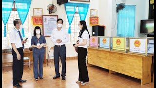 Phó Chủ tịch Thường trực HĐND, Phó Chủ tịch Ủy ban bầu cử tỉnh Trịnh Thị Minh Thanh kiểm tra công tác bỏ phiếu bầu cử trên địa bàn thành phố