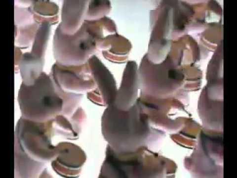 1ère publicité Duracell avec le lapin rose