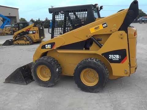 CATERPILLAR SKID STEER LOADERS 252B3STD2O equipment video 8KNCsLsnET0