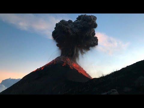 """Το ηφαίστειο Ελ Φουέγο """"βγάζει"""" ακόμη στάχτη και λάβα"""
