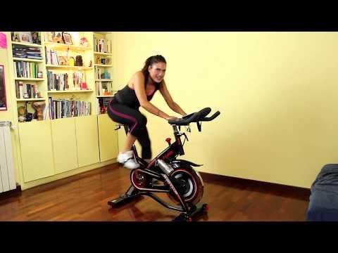 Allenamento spinning per dimagrire e tonificare da fare a casa in italiano con spin bike o cyclette