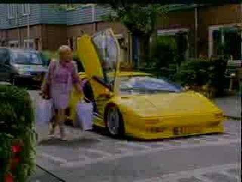 跑車很帥沒有錯,但是車身太低實在是….