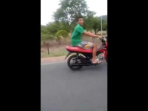 empinando de moto em Parnaguá e viro no grau