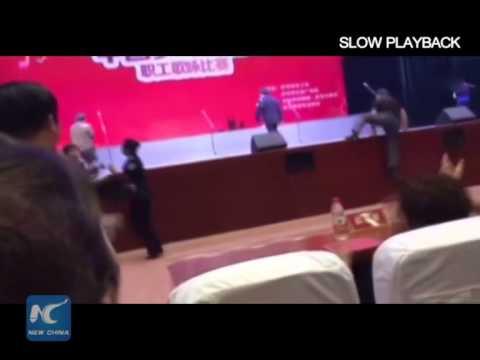 Китайский хор провалился под сцену