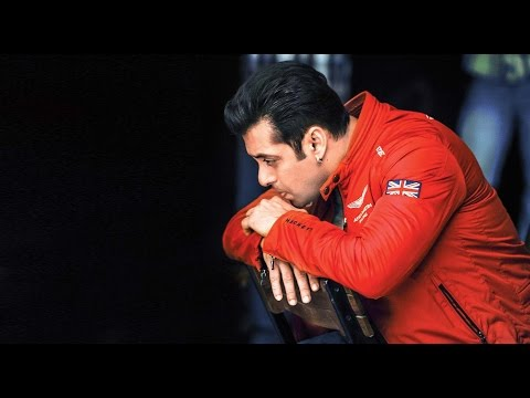 Unbelievable! Salman Khan Gets Robbed By 4 Girls!
