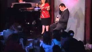 Seth MacFarlane sings a song LIVE as Stewie Griffin