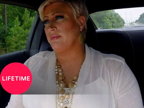 Kim of Queens: Judging a Pig Pageant (S2, E7) | Lifetime
