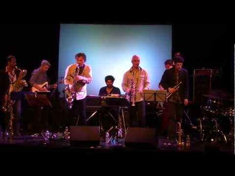 Invité de Jazz'à Véd'A (organisateur Eric Dubois), Denis Colin, Jazzman, est dans les Hauts de France les 11 et 12 février 2017. Il se produit en quartet à Jazz à Véd'A le dimanche 12 février 2017 à 18 h en 2° partie de concert.
