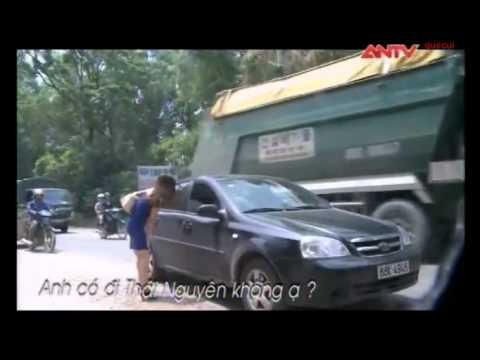 Camera giấu kín - Cô gái và bà già vẫy xe