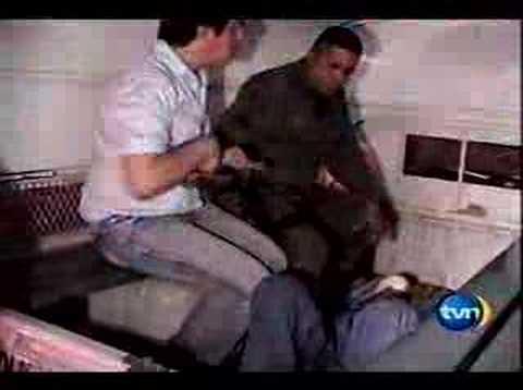 Ladrón golpeado por gay