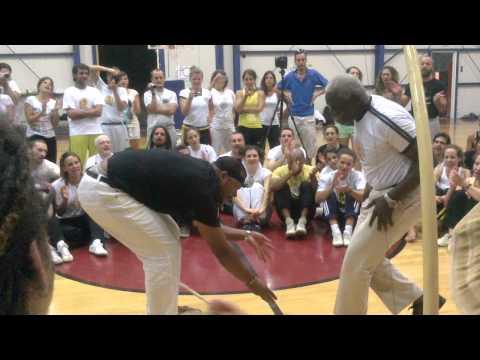 Mestre Sombra, Mestre Ediandro, Professor Dudu. Capoeira Senzala de Santos (видео)