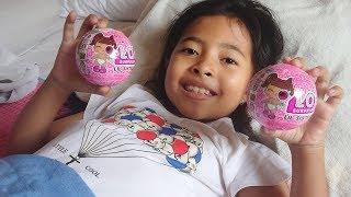 Download Video Unboxing Mainan Anak LOL Surprise Lil Sister Lucu  - Maaf Buka Mainan Tiduran Belum Bisa Duduk MP3 3GP MP4
