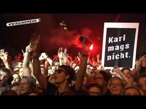 Chemnitz: Zehntausende rocken Am Karl-Marx-Denkmal gege ...