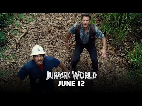 Jurassic World (Clip 'Owen Escapes the Indominus Rex Paddock')