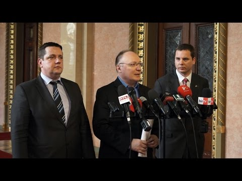Görcsös és szánalmas, ahogy a Fidesz áthárítaná a felelősséget