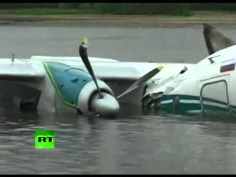 Báo Lao động: Máy bay chở khách bốc cháy lao vùn vụt xuống sông  - LAODONG.flv