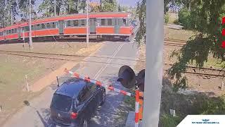 Film do artykułu: Kierowca na przejeździe...