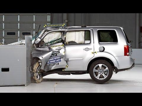2013 honda odyssey versus 2013 toyota sienna new and for Toyota sequoia vs honda pilot