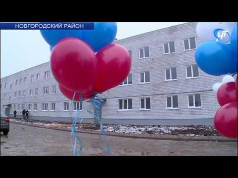 В поселке Пролетарий вручили ключи переселенцам из аварийного жилья