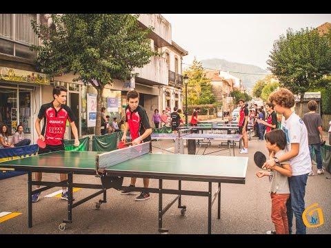 Tenis de mesa na rua organizado pola A.D. Vincios