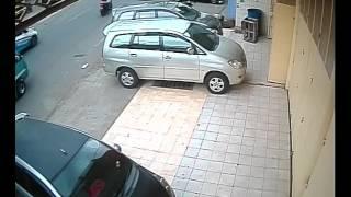Video Aksi pencurian dengan membobol mobil di jalan Rajawali Makassar MP3, 3GP, MP4, WEBM, AVI, FLV November 2018