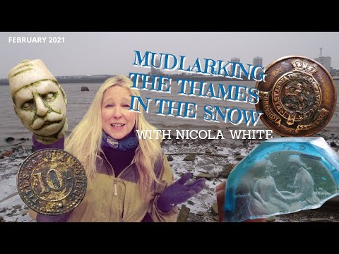 Mudlarking the River Thames in the Snow & AN 18TH CENTURY LOVE STORY!