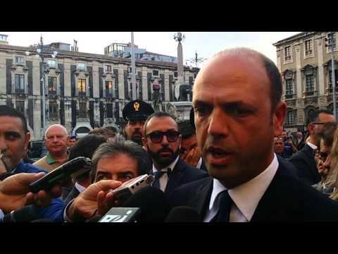 """Immigrazione, Alfano: """"Catania, città dal cuore generoso"""""""