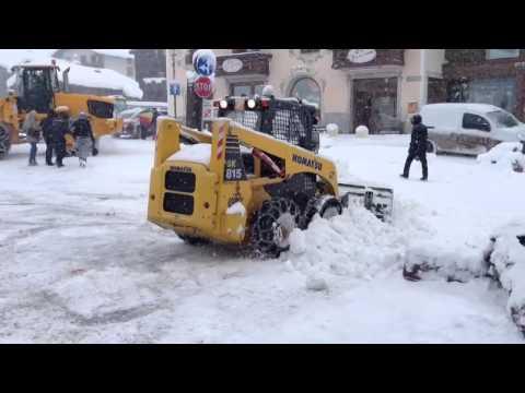 sgombero neve - Sgombero neve a livigno dopo 2 giorni di neve..