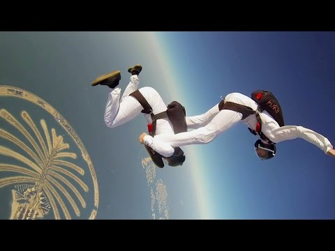 Synchronized Skydive in Dubai